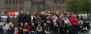 FOTO GRUPPO PENSIONATI CNA IN VISITA A PRAGA IN PIAZZA VENCESLAO sito 2