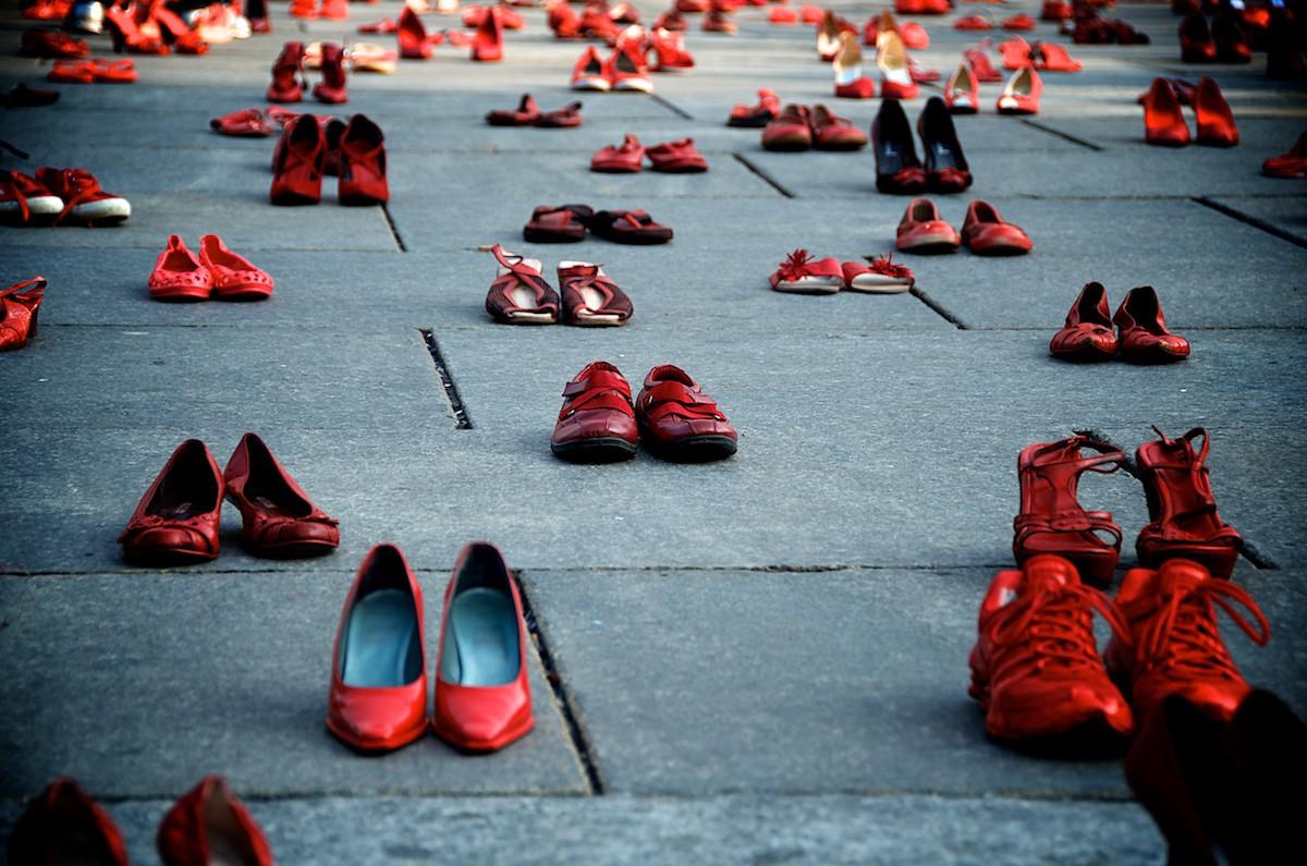 scrpette-rosse-femminicidio
